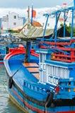 Close up azul vietnamiano tradicional do tiro do barco de pesca Foto de Stock