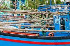 Close up azul vietnamiano tradicional do tiro do barco de pesca Fotos de Stock