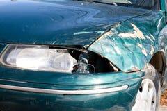 Close-up beschadigde auto Stock Afbeeldingen