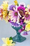 Close-up bloemensamenstelling met bloemen royalty-vrije stock foto's