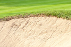 Close-up border of sand bunker contrasting on fresh grass in gre royalty free stock photos