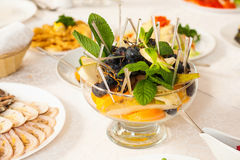 Close up of bowl with assortment of fresh fruits Royalty Free Stock Photos