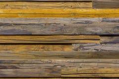 Close-up bruine uitstekende natuurlijke houten planken De donkere oude lege textuur van het rustikpatroon Voor natuurlijk ontwerp Royalty-vrije Stock Fotografie