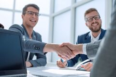 Free Close Up. Business People Shaking Hands At A Meeting In The Office Royalty Free Stock Photos - 178493398