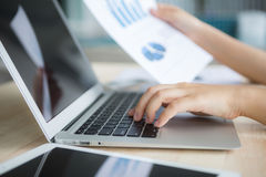 Close-up of business person use laptop Royalty Free Stock Photography