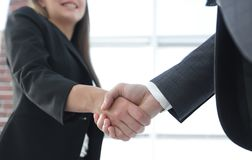 Close up of businessman and businesswoman shaking hands Royalty Free Stock Photography