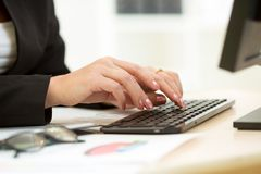 Close-up of businesswoman hands typing documents Royalty Free Stock Photos