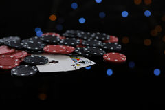 Close-up of cards and poker chips Royalty Free Stock Photos
