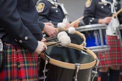 Close up celta novo dos kilts dos bateristas imagem de stock royalty free