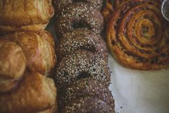 Close-up of cinnamon and raisin curl buns, fresh muffins sprinkled with powdered sugar. stock images