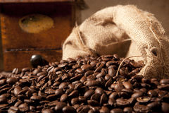 Close-up of coffe beans with juta bag and grinder Royalty Free Stock Photos