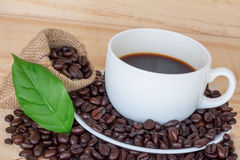 Close up coffee cup and coffee beans Royalty Free Stock Photography