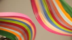 Close up colorido da textura dos papéis do arco-íris vídeos de arquivo