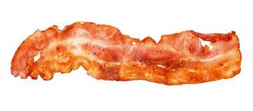 Close-up cozinhado da tira de bacon isolado em um fundo branco imagens de stock royalty free