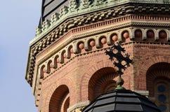 Close up da abóbada ortodoxo da igreja do seminário do tijolo, Ucrânia Fotos de Stock