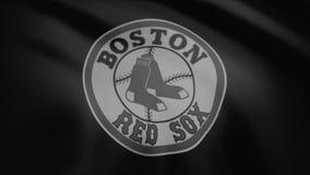 Close-up da bandeira de ondulação com logotipo da equipe de beisebol dos Boston Red Sox, monocromático, ruído da tevê, laço sem e vídeos de arquivo