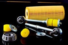 Close-up da barra do estabilizador com dobradiça, selos do óleo, rolamento e filtro para o reparo do carro fotografia de stock royalty free