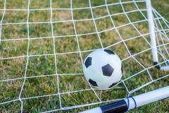 Close up da bola e do objetivo do futebol Fotos de Stock Royalty Free