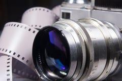 Close-up da câmera velha da foto com cor metálica Fotos de Stock