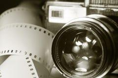 Close-up da câmera velha da foto com cor metálica Foto de Stock