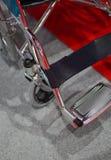 Close up da cadeira de roda dos pacientes em um hospital imagens de stock