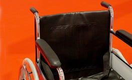 Close up da cadeira de roda dos pacientes em um hospital imagens de stock royalty free