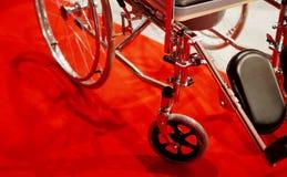 Close up da cadeira de roda dos pacientes em um hospital fotografia de stock royalty free