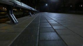 Close up da caminhada do pavimento 4k UHD filme