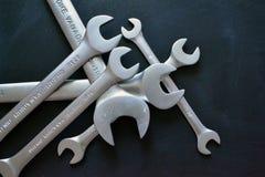 Close-up da chave no fundo preto fotos de stock royalty free