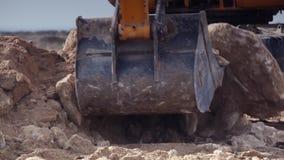 Close-up da cubeta da máquina escavadora video estoque