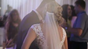 Close-up da dança dos noivos video estoque
