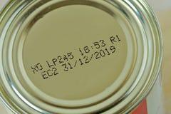 Close-up da data de validade 2019 em conservas alimentares fotos de stock royalty free