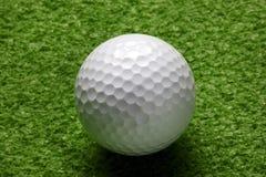 Close up da esfera de golfe Fotografia de Stock