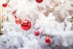 Close up da esfera do Natal da árvore de Natal Backgroun do feriado Imagens de Stock