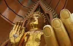 Close-up da estátua de buddha no templo de Wat Tham Sua Tham Sua imagem de stock
