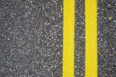 Close-up da estrada que aplaina com linhas da pista Foto de Stock