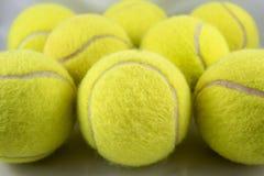 Close-up da formação das bolas de tênis Fotos de Stock