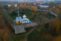 Close-up da fortaleza de Porkhov que nivela em outubro Região de Rskov, Rússia fotografia de stock royalty free