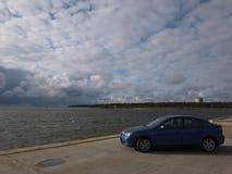Close-up da foto do carro de um dia ensolarado Azul japonês bonito do carro Detalhes e close-up imagem de stock royalty free