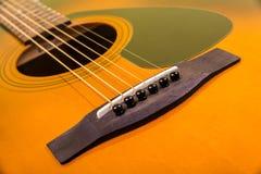 Close up da guitarra acústica Fotos de Stock Royalty Free