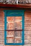 Close up da janela velha nos precários de Astracã, Rússia fotografia de stock royalty free