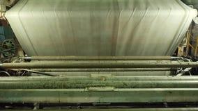 Close-up da máquina de fabricação com tela Fábrica e negócio da tela video estoque