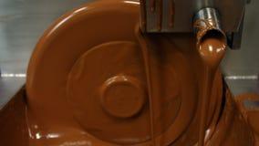 Close-up da máquina de mistura do chocolate filme
