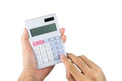 Close up da mão masculina asiática que guarda com calculadora imagem de stock royalty free