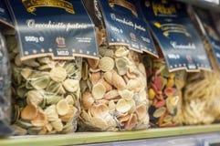 Close up da massa tradicional no supermercado de Cora Fotografia de Stock Royalty Free