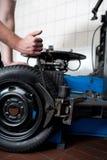 Close up da mudança do pneu Fotos de Stock Royalty Free