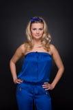 Close up da mulher bonita da forma no terno azul Imagens de Stock