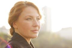 Close-up da mulher de negócio de retroiluminado Fotos de Stock Royalty Free