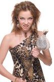 Close up da mulher selvagem nova com martelo de pedra Imagem de Stock