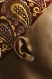 Close-up da orelha e do chapéu africano do homem. foto de stock